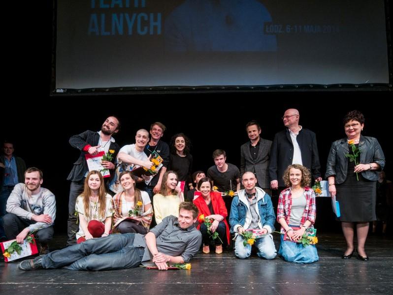 Laureaci i laureatki 32. Festiwalu Szkół Teatralnych. Fot. Mikołaj Zacharow, materiały prasowe