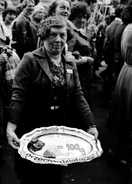 """""""Marsz głodowy"""" zorganizowany przez łódzką Solidarność w lipcu 1981 roku. Fot. Marek Widerkiewicz."""