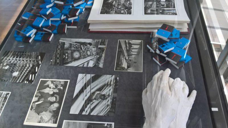 Dorota Hadrian, Dłonie, 2017 Aleka Polis, fragment pracy Krajobraz przedrewolucyjny, 2015 zdjęcia archiwalne, CMW, fot. S. Kądziołka