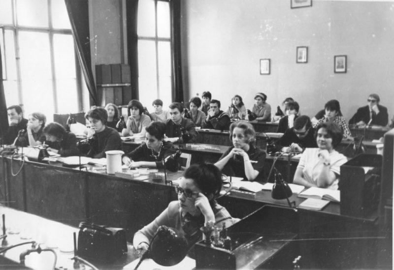 Wykład na Uniwersytecie Łódzkim w latach 50. Zdjęcie z zasobów 70lat.uni.lodz.pl